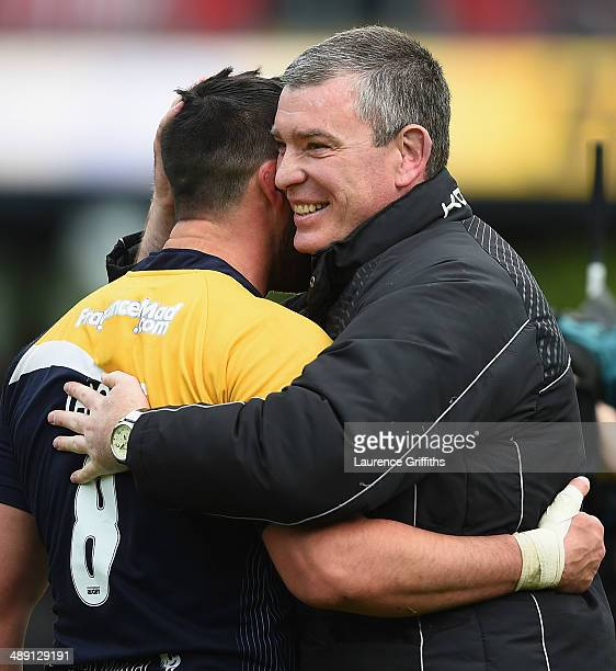 Dean Ryan of Worcester Warriors celebrates victory with captain Jonathan Thomas during the Aviva Premiership match between Worcester Warriors and...