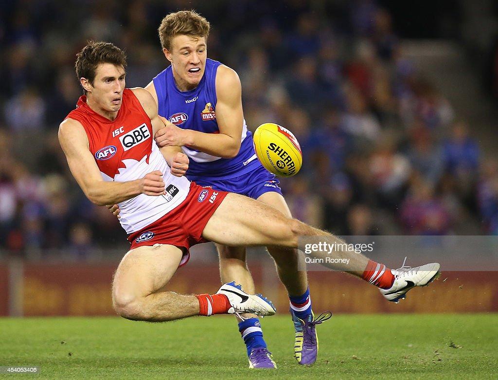 AFL Rd 22 - Western Bulldogs v Sydney : News Photo