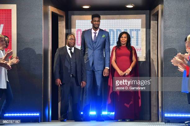 Deandre Ayton and amily are introduced during the 2018 NBA Draft on June 21 2018 at Barclays Center in Brooklyn New York NOTE TO USER User expressly...