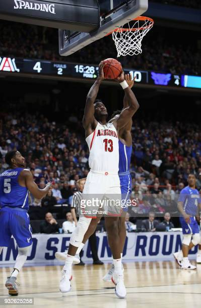 Deandre Ayton of the Arizona Wildcats drives to the basket against the Buffalo Bulls during the first round of the 2018 NCAA Men's Basketball...