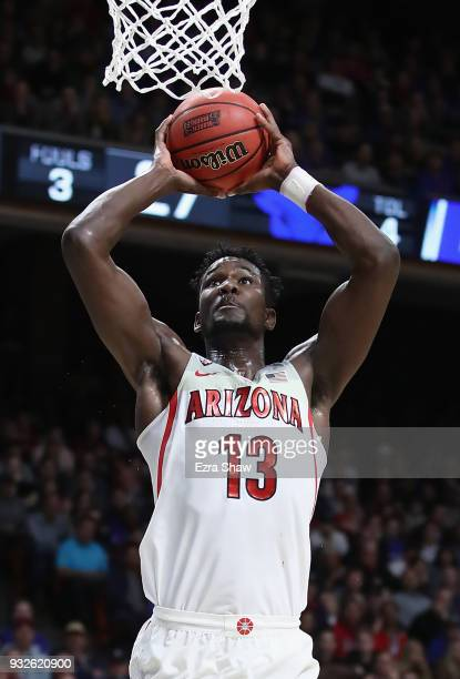 Deandre Ayton of the Arizona Wildcats dunks the ball in the first half against the Buffalo Bulls during the first round of the 2018 NCAA Men's...