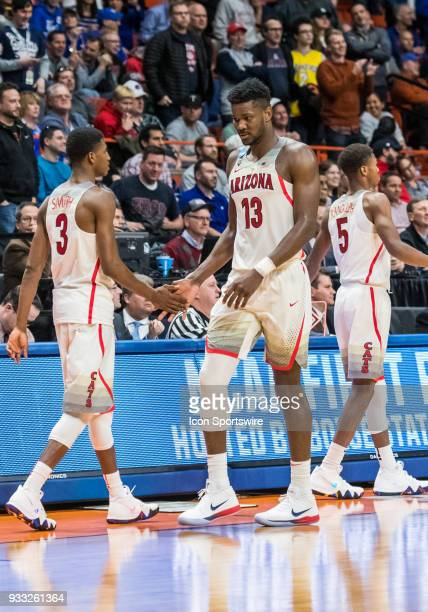 DeAndre Ayton of the Arizona Wildcats leaves the game in the final minute of the first round playoffs between the Arizona Wildcats and the Buffalo...