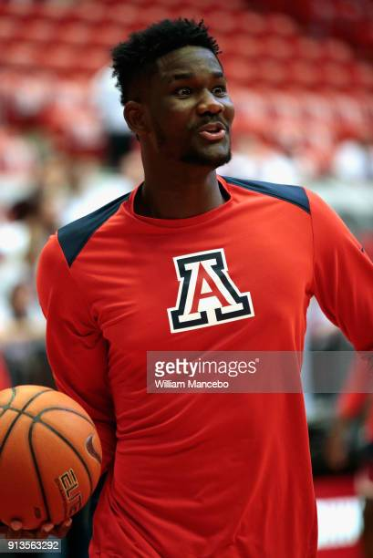 Deandre Ayton of the Arizona Wildcats warms up prior to the game against the Washington State Cougars at Beasley Coliseum on January 31 2018 in...