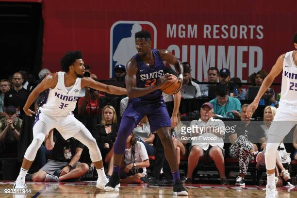 Deandre Ayton of the Phoenix Suns handles the ball against the Sacramento Kings during the 2018 Las Vegas Summer League on July 7 2018 at the Thomas...