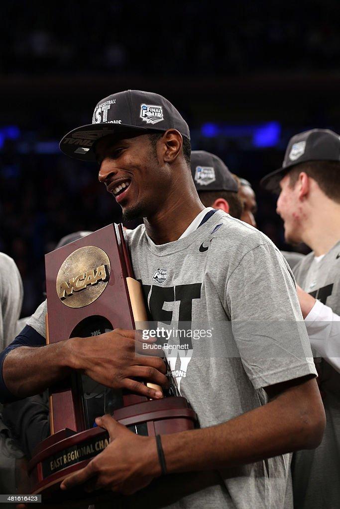 NCAA Basketball Tournament - Regionals - New York : News Photo
