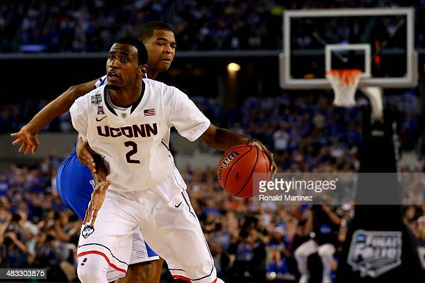 DeAndre Daniels of the Connecticut Huskies drives to the basket against the Kentucky Wildcats during the NCAA Men's Final Four Championship at ATT...