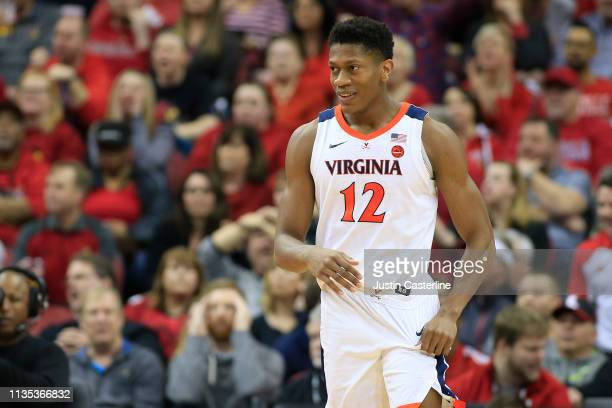 De'Andre Hunter of the Virginia Cavaliers in action in the game against the Louisville Cardinals at KFC YUM Center on February 23 2019 in Louisville...