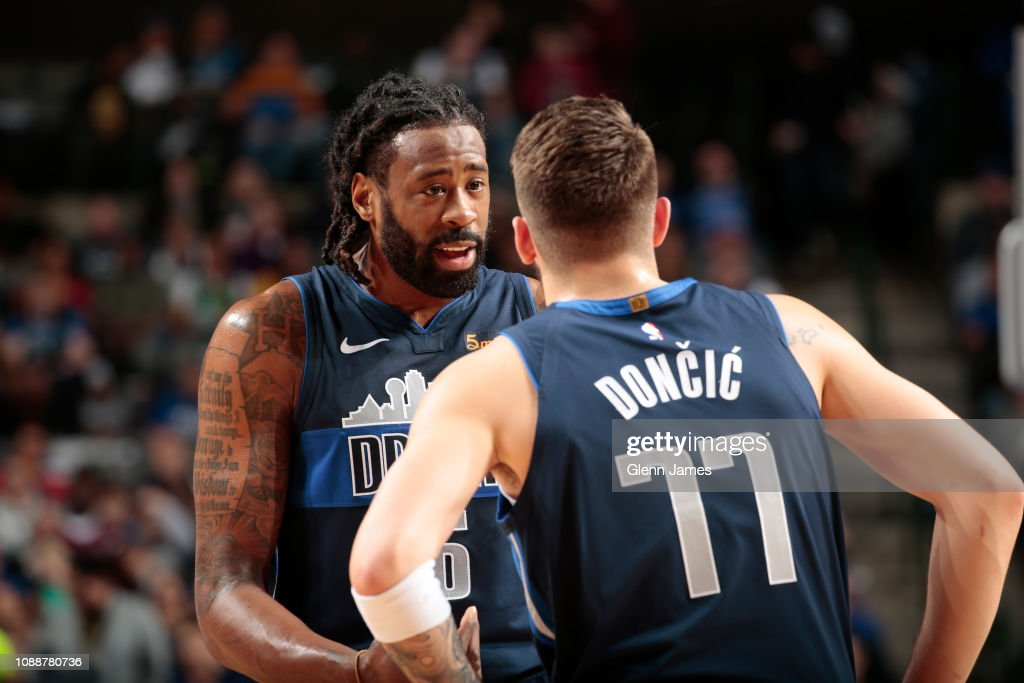 dosis monitor eficiencia  DeAndre Jordan of the Dallas Mavericks talks to Luka Doncic of the... News  Photo - Getty Images