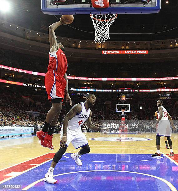 bd7e5ac5753d02 DeAndre Jordan of the Los Angeles Clippers dunks the ball over Thomas  Robinson of the Philadelphia