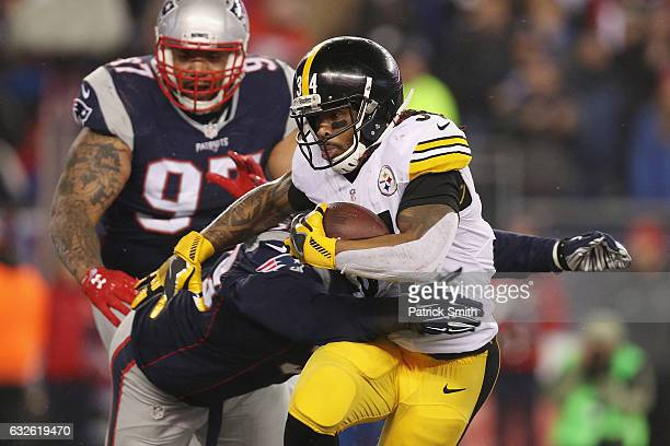 DeAngelo Williams of the Pittsburgh Steelers runs with the ball against the New England Patriots in the AFC Championship Game at Gillette Stadium on...