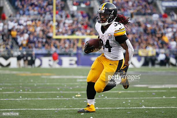 DeAngelo Williams of the Pittsburgh Steelers rushes into the endzone for a touchdown during the fourth quater against the Baltimore Ravens at MT Bank...