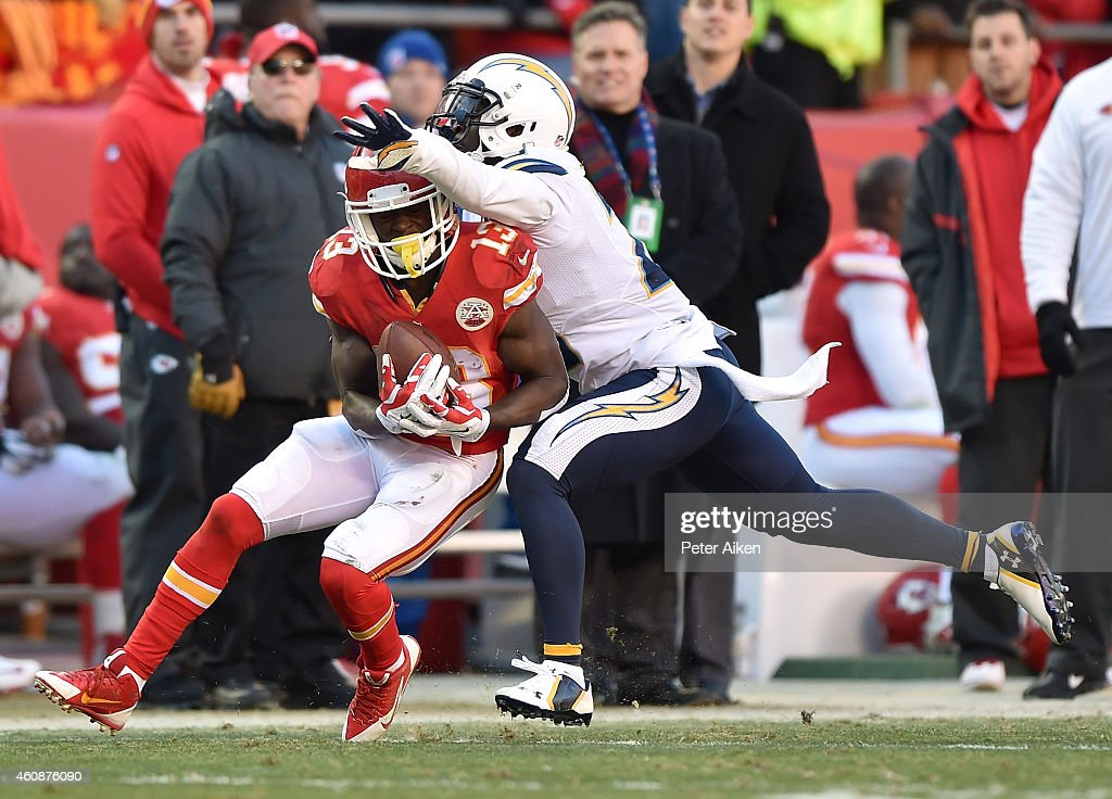 De'Anthony Thomas #13 of the Kansas City Chiefs catches the ball against Chris Davis #20 of the San Diego Chargers during the game at Arrowhead Stadium on December 28, 2014 in Kansas City, Missouri.