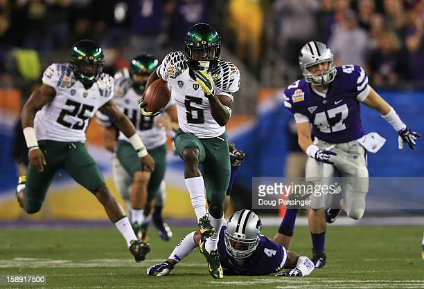 De'Anthony Thomas of the Oregon Ducks returns the opening kickoff for a touchdown against the Kansas State Wildcats during the Tostitos Fiesta Bowl...