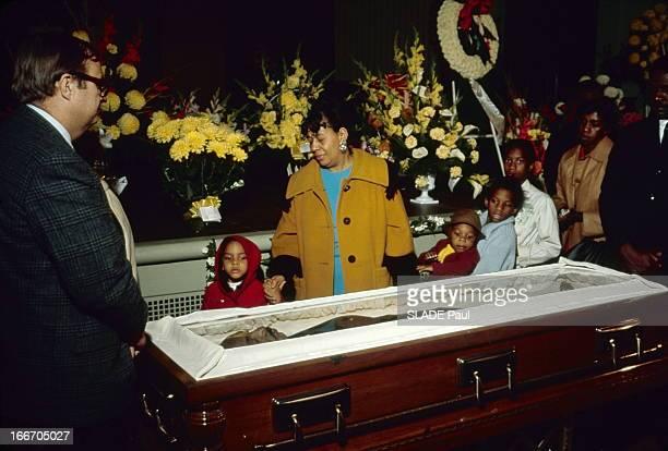 Death And Funeral Of Martin Luther King Deuil et fureur autour du cercueil de Luther KING assassiné le 4 avril 1968 à Memphis Les mêmes larmes pour...