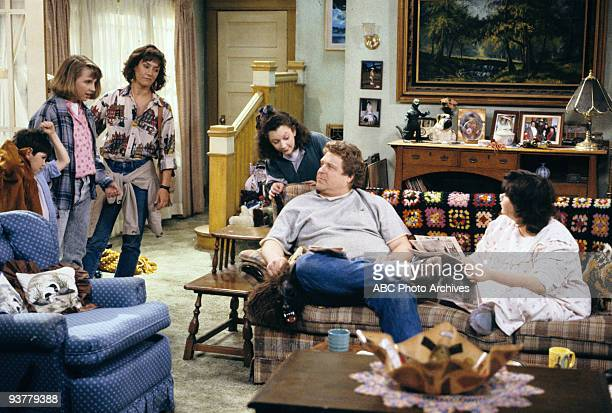 ROSEANNE Death and Stuff Season One 4/11/89 A doortodoor saleman dropped dead in Roseanne and Dan's kitchen Pictured from left Michael Fishman Lecy...