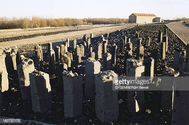 Buchenwald Le camp de prisonniers et de concentration de Buchenwald près de Weimar en Allemagne pierres dressées sur le site où ne subsiste qu'un...