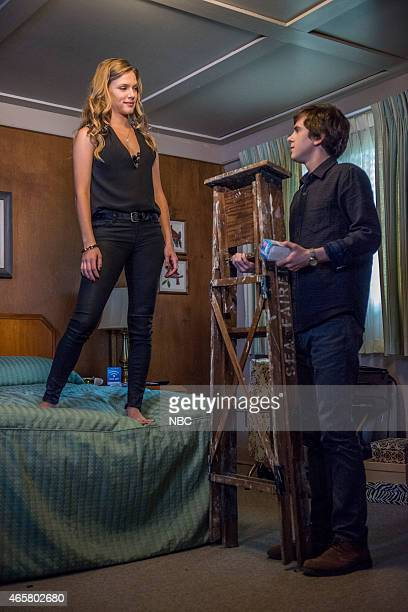 MOTEL 'A Death In The Family' Episode 301 Pictured Tracy Spiridakos as Annika Johnson Freddie Highmore as Norman Bates