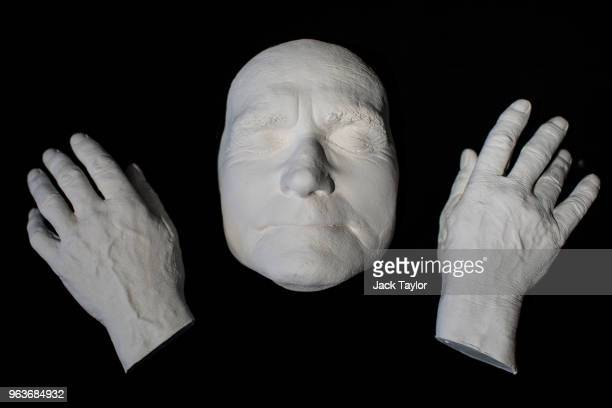 A death mask and plaster casts of hangman Albert Pierrepoint's hands 1992 from a collection of crime memorabilia linked to the executioner sits...