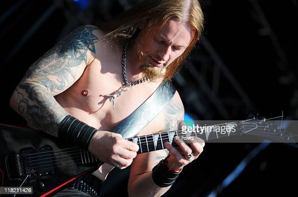 Morte metallo chitarrista in concerto all'aria aperta