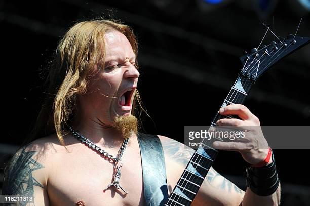 metal guitarrista tocando la muerte