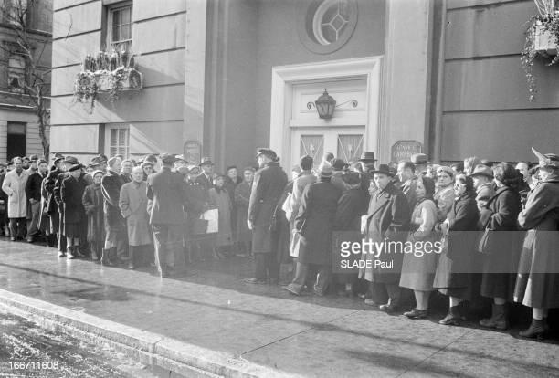 Death Of Conductor Arturo Toscanini. Aux Etats-Unis, en janvier 195, le chef d'orchestre italien, Arturo TOSCANINI est décédé, à Riverdale, à l'age...
