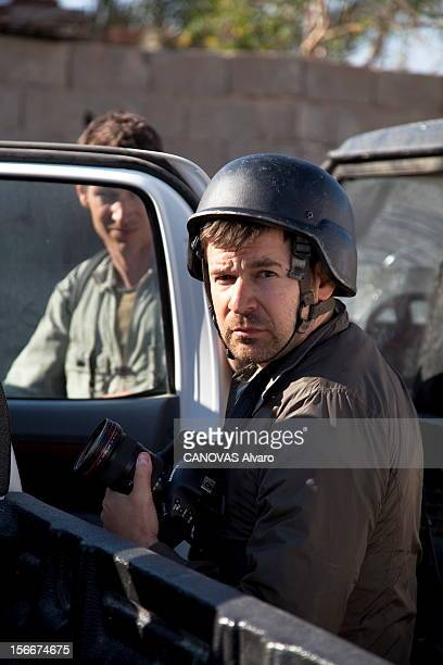 Death Of Two Photographers Of Press In Libya Deux photographes de presse trouvent la mort dans Misrata assiégée plan de face de l'Américain Chris...