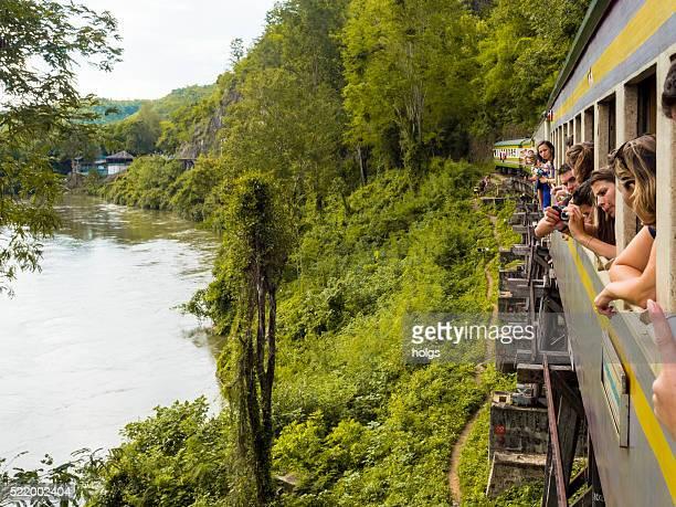 死亡鉄道でカーンチャナブリー県(タイ) - カンチャナブリ県 ストックフォトと画像