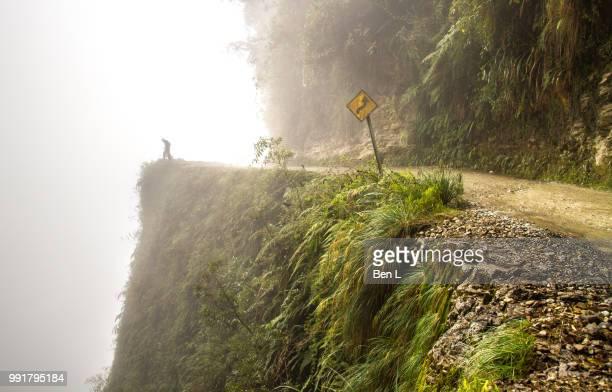 death road, bolivia - bolivia foto e immagini stock