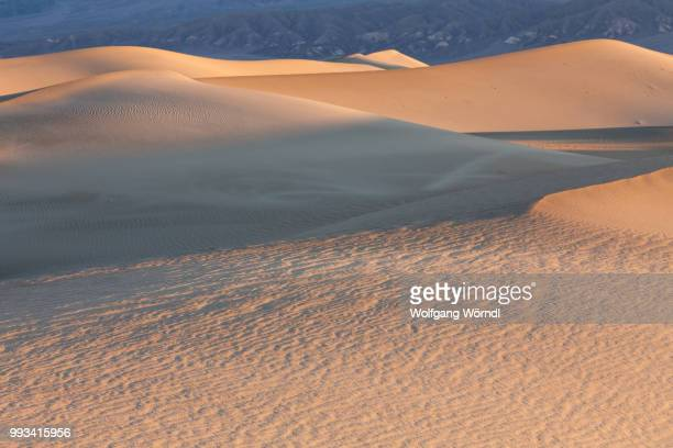 death valley dunes - wolfgang wörndl stock pictures, royalty-free photos & images