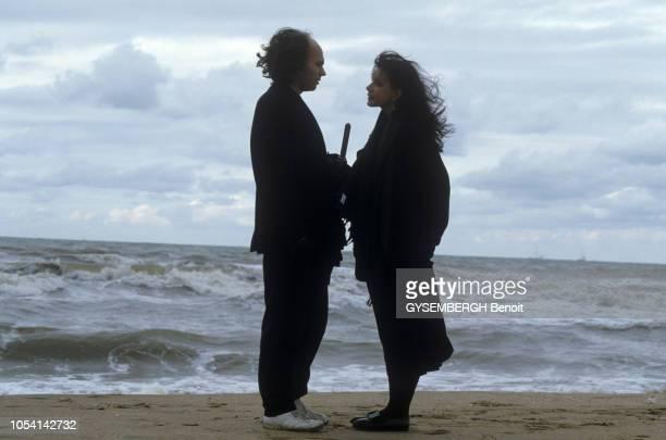 Deauville France 5 novembre 1985 La comédienne Carole LAURE avec son compagnon le compositeur et réalisateur Lewis FUREY Le film Night Magic de Lewis...