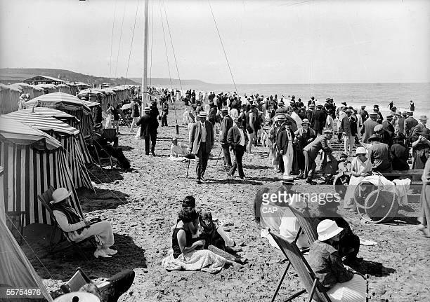 Deauville The beach towards 192025 CAP165