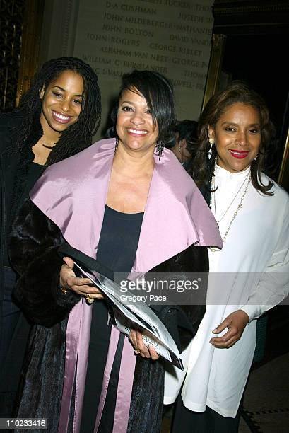 Debbie Allen and her daughter Vivian and her sister Phylicia Rashad
