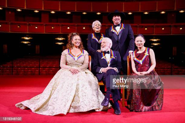 Debbie Allen, Joan Baez, Dick Van Dyke, Garth Brooks and Midori Gotō pose during the 43rd Annual Kennedy Center Honors at The Kennedy Center on May...