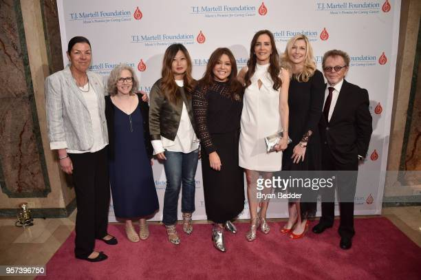 Debbie Martell honorees Mindy Greenstein PHD Mary Pierson Rachael Ray Dana Miller Elizabeth Matthews and Paul Williams attend the 6th Annual Women Of...