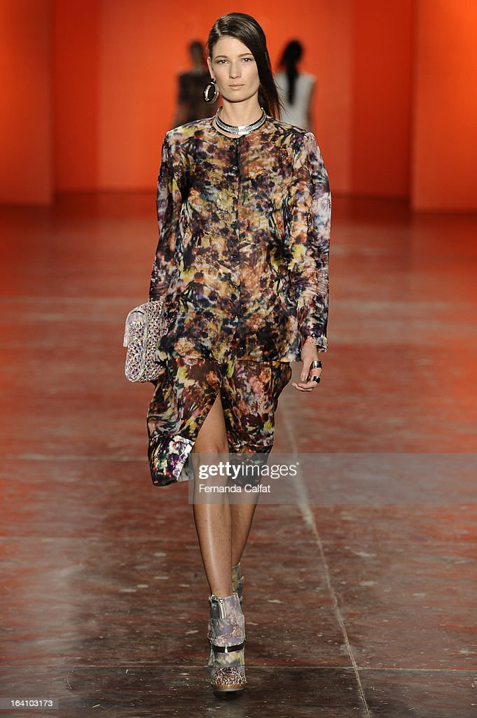 Debora Muller walks the runway during Ellus show during Sao Paulo Fashion Week Summer 2013/2014 on March 19, 2013 in Sao Paulo, Brazil.