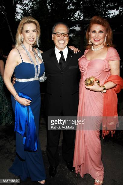 Deborah Grubman Guest and Georgette Mosbacher attend the Wildlife Conservation Society's Central Park Zoo '09 Gala at the Central Park Zoo on June 10...