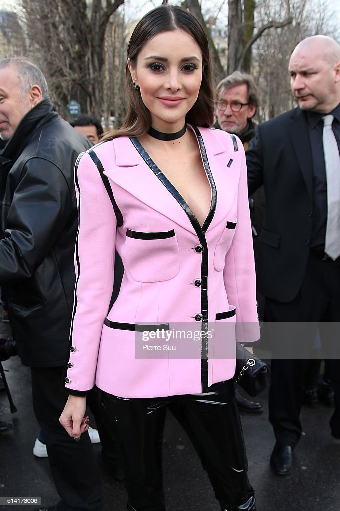 Deborah Hung arrives at the Giambattista Valli show as part of the Paris Fashion Week Womenswear Fall/Winter 2016/2017 on March 7, 2016 in Paris, France.
