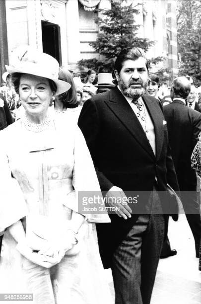 Deborah Kerr et Eddie Kulukundis au mariage de Patrick Ryecart et Marsha Fitzalan en juillet 1977 à Londres RoyaumeUni