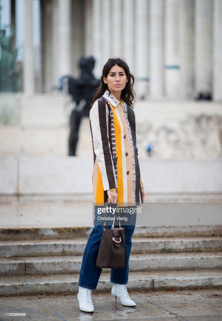 Street Style - Paris Fashion Week Womenswear Fall/Winter 2019/2020 : Day Nine : Fotografía de noticias