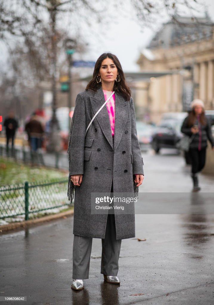 Street Style - Paris Fashion Week - Haute Couture Spring Summer 2019 : Day Two : Fotografía de noticias