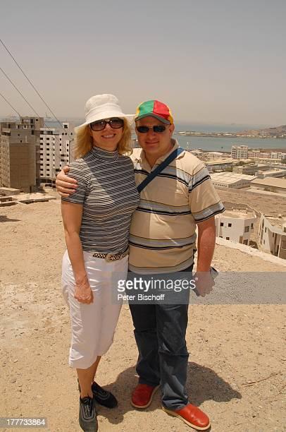 Deborah Sasson, Ashraf Kateb , Aden, Jemen, Naher Osten, Urlaub, Landausflug, Sonnenbrille, Sängerin, Musiker,