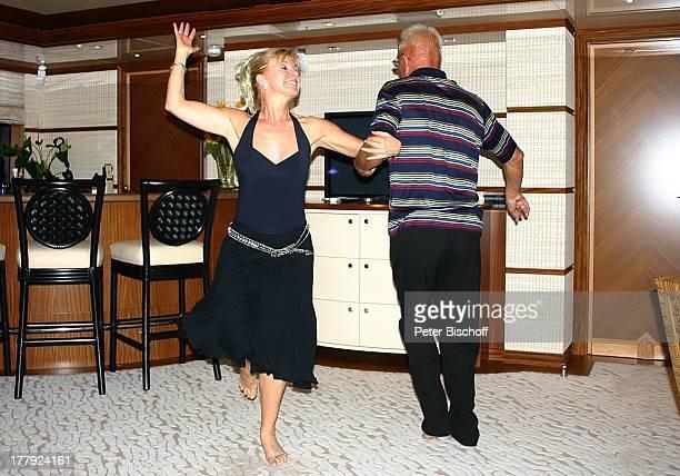 Deborah Sasson Kreuzfahrt C™te dÏAzur Frankreich Europa Yacht Princess Jolanthe Tanz tanzen Spaß BarHocker Opernsängerin Sängerin