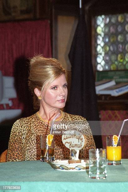 "Deborah Sasson, Landgang, ARD-Show ""Zauberhafte Heimat"", M i t t e l m e e r - K r e u z f a h r t mit M S ""D e u t s c h l a n d"", Hotel ""Danieli"",..."
