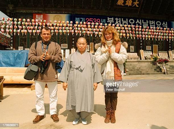 Deborah Sasson Lebensgefährte DieterTings Koreaner Seoul/Südkorea UrlaubStadtbummel Sonnenbrille