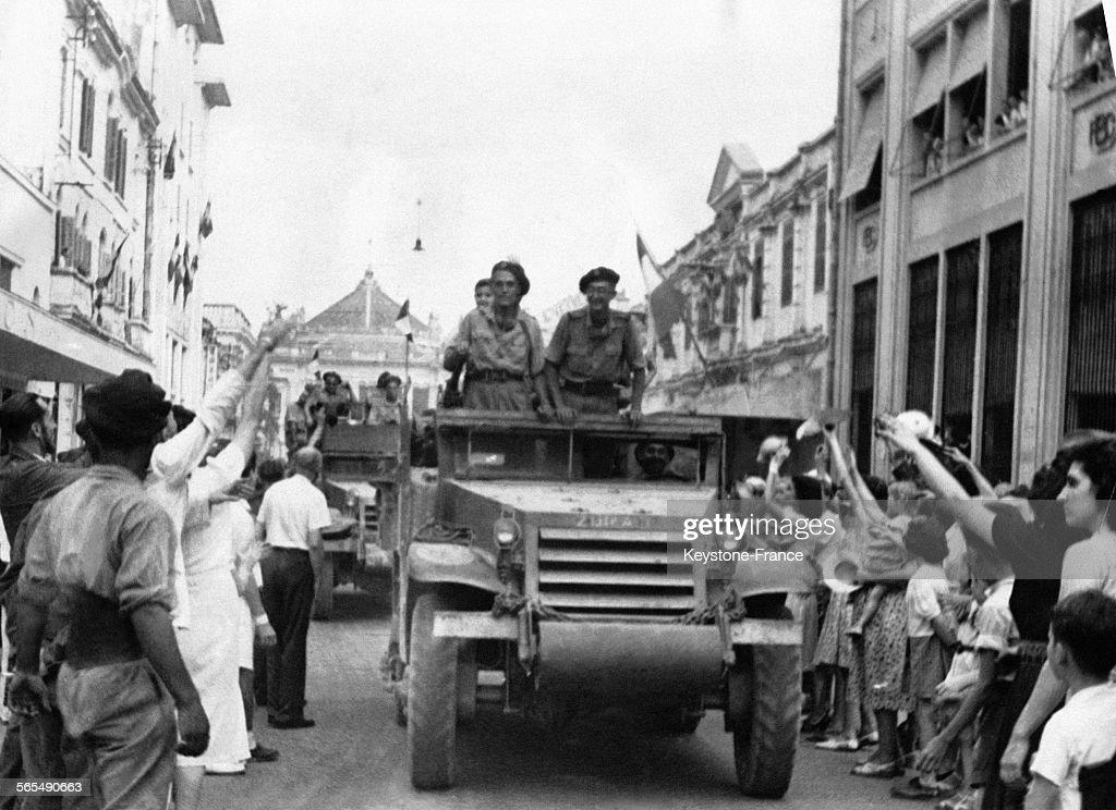 Entrée des troupes françaises dans Hanoï : News Photo