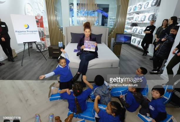 Debra Messing attends Sleep Number and Pajama Program celebrate Giving Tuesday on November 27 2018 in New York City
