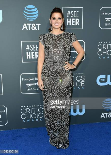 Debra Messing attends the 24th annual Critics' Choice Awards at Barker Hangar on January 13 2019 in Santa Monica California