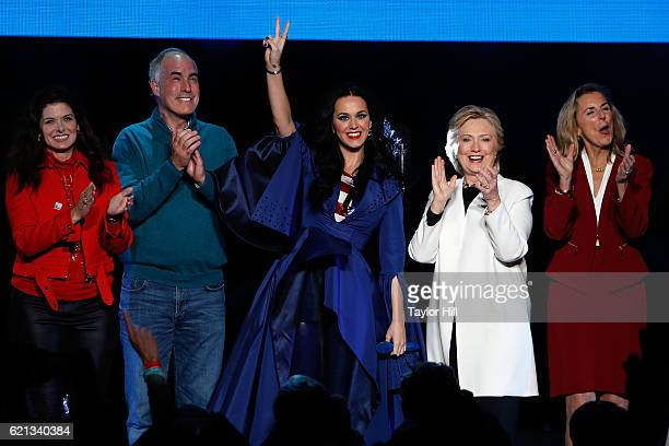 Debra Messing Bob Casey Katy Perry Hillary Clinton and Katie McGinty attend a campaign rally for Hillary Clinton at Mann Center For Performing Arts...