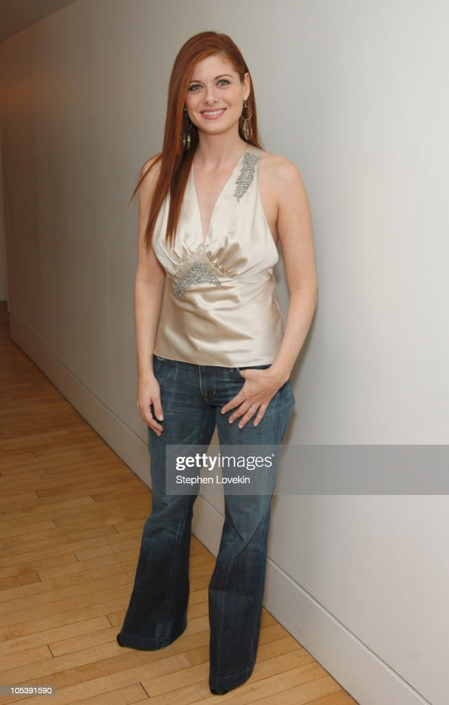 "Debra Messing Visits MTV's ""TRL"" - January 31, 2005"