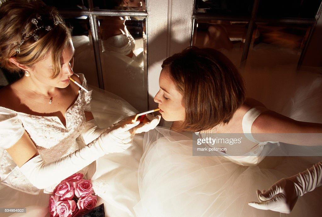 Debutantes Smoking Cigarettes : News Photo